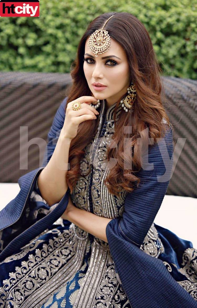Watch Sana Khan video