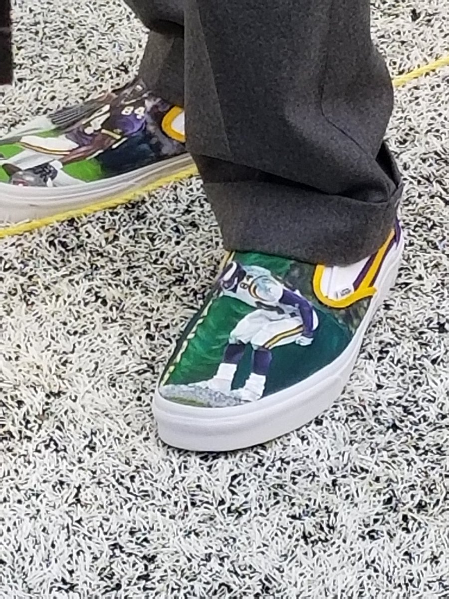 Randy Moss's shoes before the game. Look familiar? Moon over Lambeau. #Vikings https://t.co/cnmNzhcaix