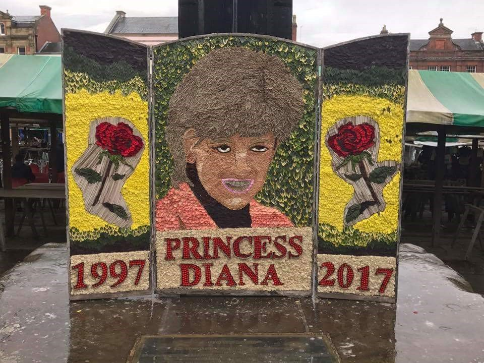 RT @shornKOOMINS: This Diana 'tribute' in Chesterfield town centre is something else. https://t.co/NOXO7m64Mw