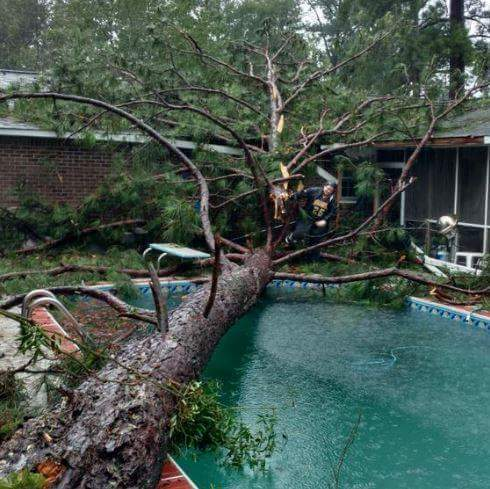 Hope everyone is safe today.. Here are some pics from the local newspic.twitter.com/b90wFtAU7L