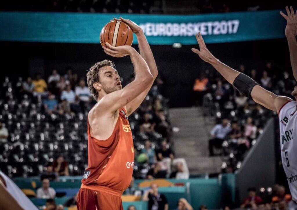Game Day 🏀 #Eurobasket2017  ⏰ 17.45hs 1/4 final @baloncestofeb vs #Alemania 🇩🇪 #SomosEquipo #LaFamilia