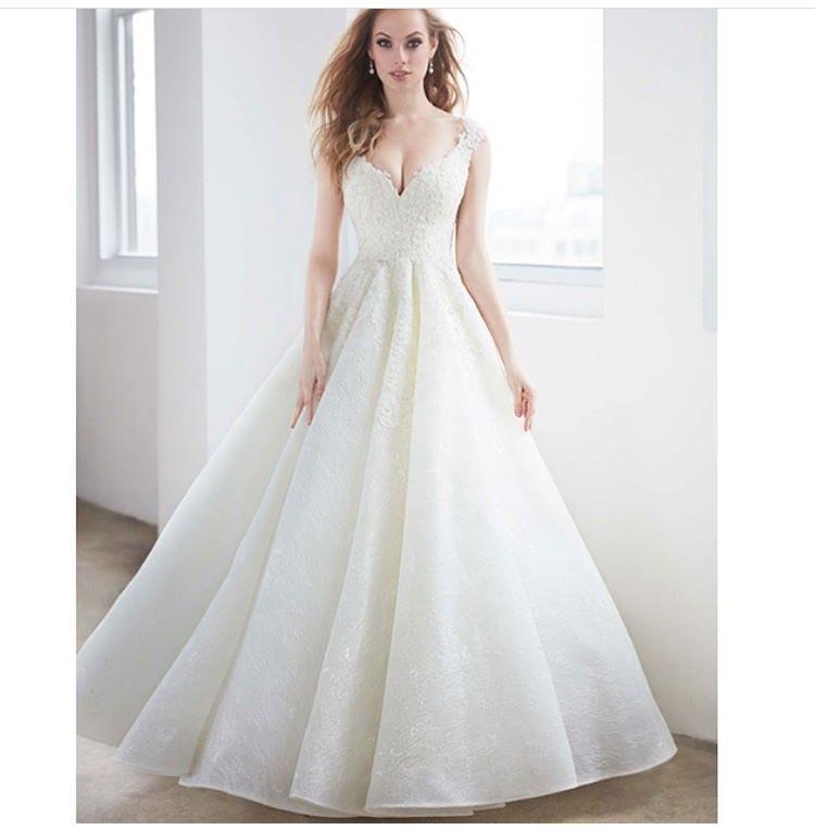 شارك معانا بفستان خطوبة او زفاف على ذوقك  DJh0elwX0AEIIX4