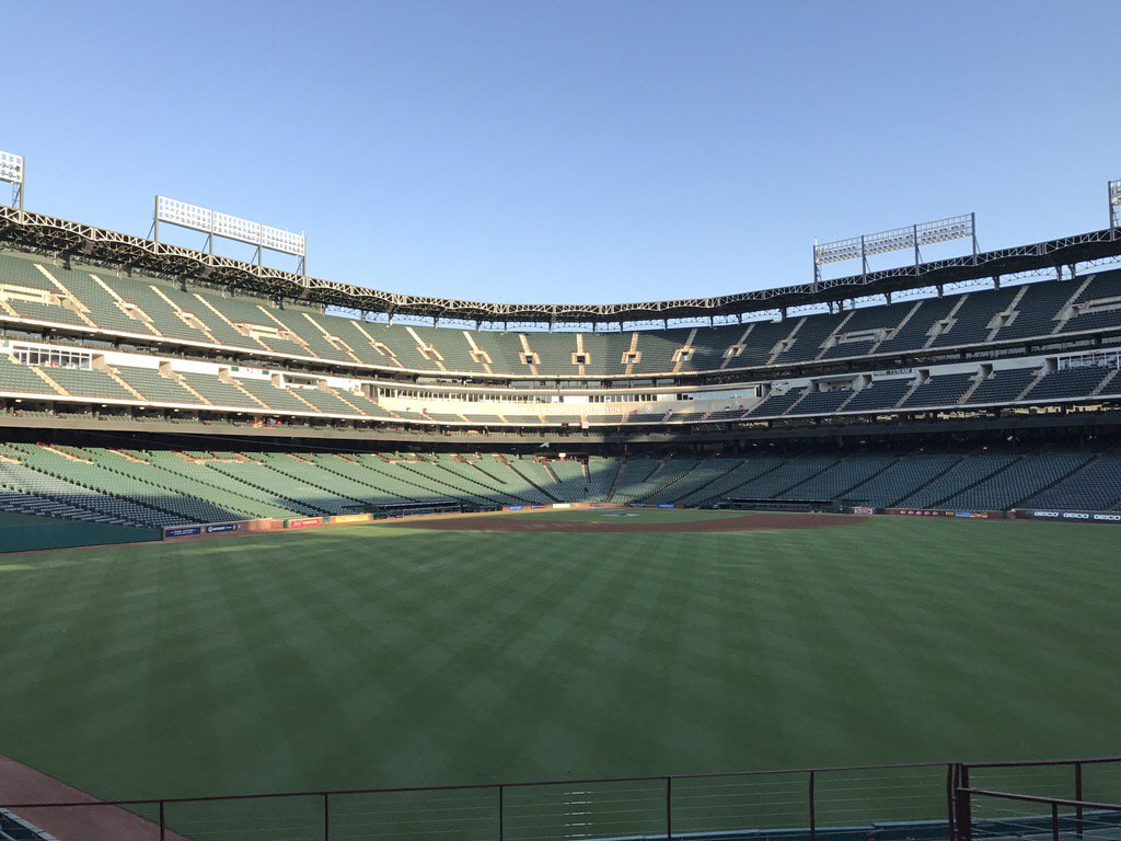 We are ready to kick-start a great day of networking, workshops, and job-seeking at our #HOHExpo with the @Rangers! https://t.co/XthdktIL9W