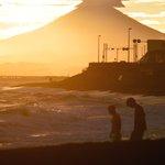 今日の富士山と江ノ島は神がかり的だった pic.twitter.com/VBrcQiLfae