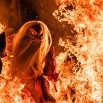 この前の日曜日に、古平町で撮影した「天狗の火渡り」。火渡りというか、燃え盛る炎に天狗が突っ込んでいく…