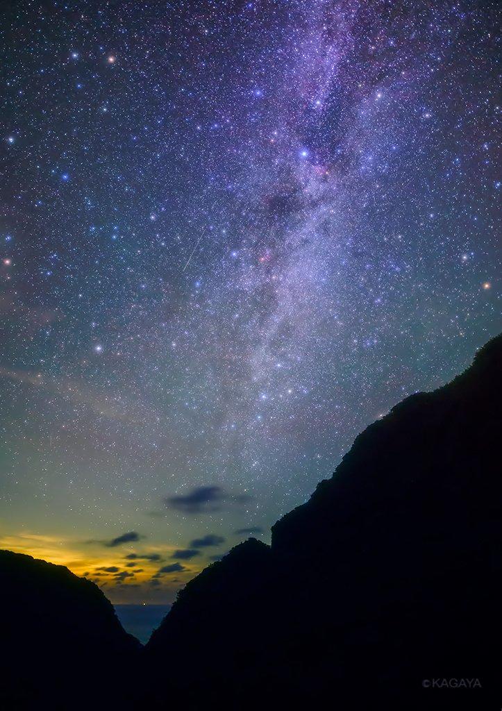 沢山の星の中にある流れ星