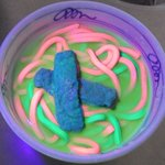 エレクトリカルうどん、エレクトリカルザルうどん カラフル料理は蛍光の時代へ(笑) pic.twitt…