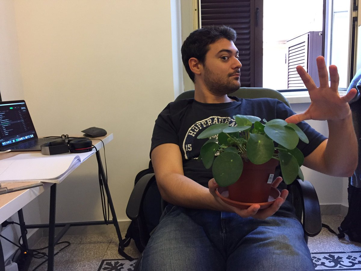 Our plant &quot;moneymaker&quot; makes it&#39;s official debut in our studio!!! #moneymaker #fantasticostudio #gamedeveloper #plant #startups<br>http://pic.twitter.com/dne7go1c3L