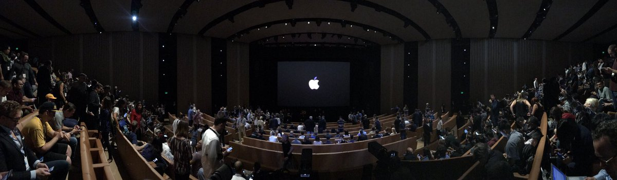 This is most likely the first iPhone pano you've ever seen from Steve Jobs theater. #AppleEvent https://t.co/roOQYIlCqi