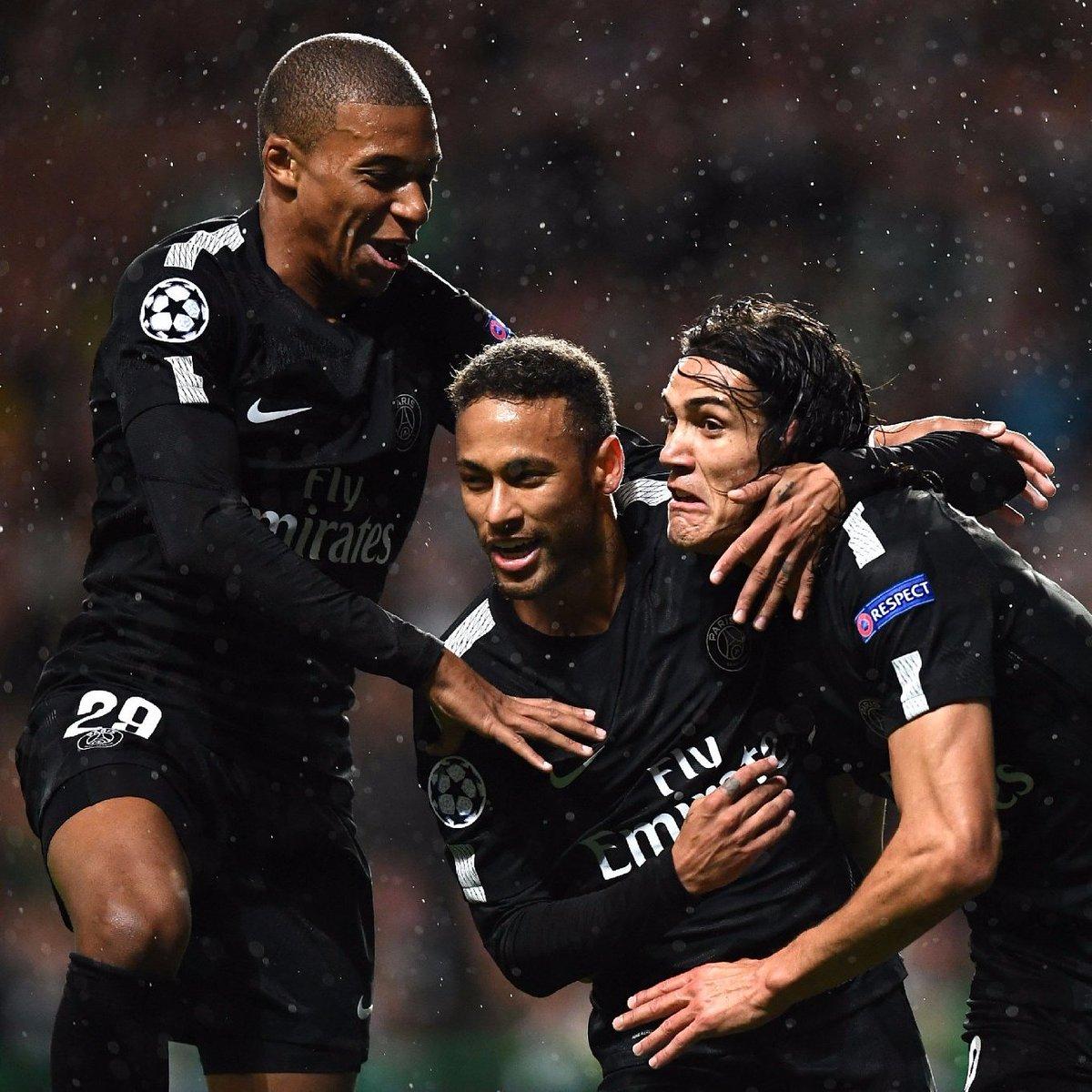 Que ataque da porra! Neymar 5 jogos, 5 gols. Mbappé 2 jogos, 2 gols. Cavani 6 jogos, 8 gols.