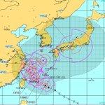 台風18号の今朝の進路予想図です。今朝の沖縄の天気は大荒れですが、ブーメラン走行で日本を縦断するかも…
