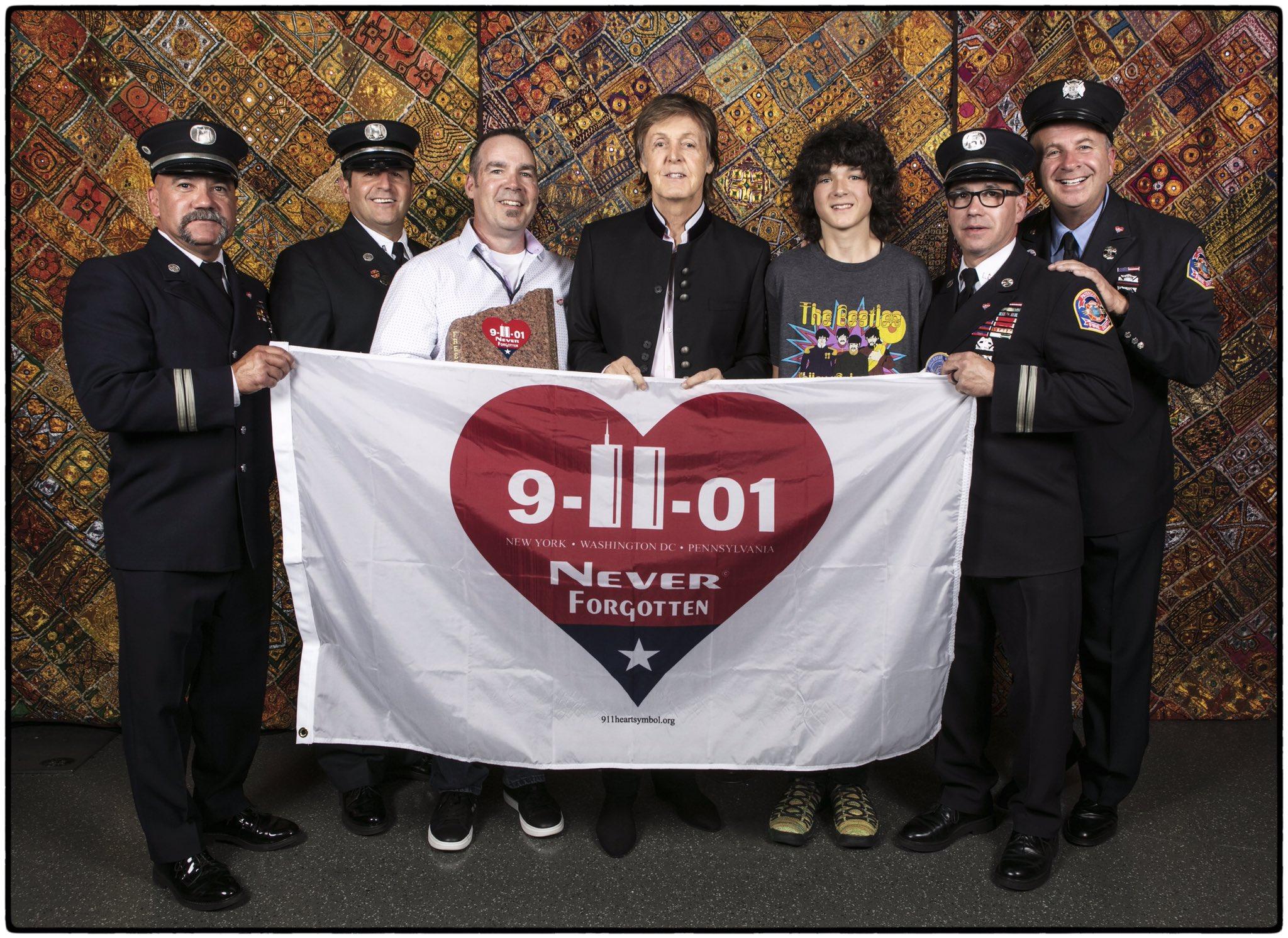 The Beatles Polska: Paul McCartney uczcił pamięć o ofiarach ataków na WTC - koncert w Newark