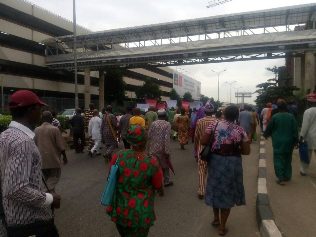 Former workers of the defunct Nigeria Airways are currently protesting non-payment of their payoff by the federal government.