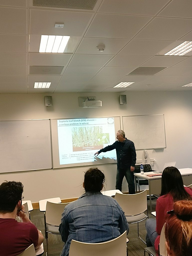 Great to have @KanyukaKostya with us to day to talk about his work at @Rothamsted #plant #science #pathogens #dissemination #research<br>http://pic.twitter.com/8TmxQBKjBt