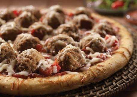 Meatballs on pizza.  #FusionFood <br>http://pic.twitter.com/o6QPTlq60l