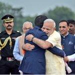 これ、インドについてすぐのモディ大統領とのハグ。正直びっくりした。こんなにも嬉しそうにまるで、大切な…