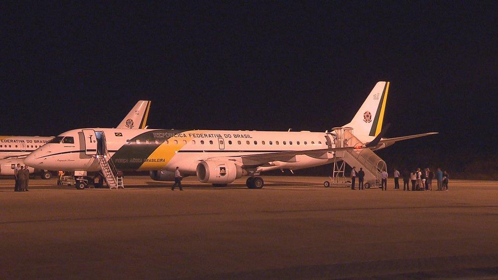 Sobreviventes do Irma são resgatados de ilha e pousam no DF com avião da FAB https://t.co/ZaNQuq9cFx #Irma #G1