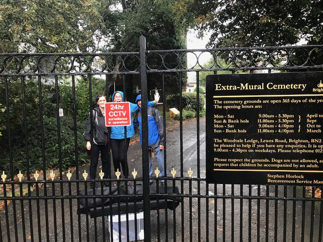 Asked to do a cemetery tour for #BSF17 and we get locked in! #CemeteryBreakout with @BU_BAArchAnth. Very memorable <br>http://pic.twitter.com/zPuZMFDFE8