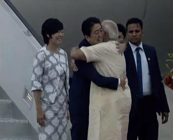 PM Shri @narendramodi welcomes PM of Japan @AbeShinzo in Ahmedabad, Gu...