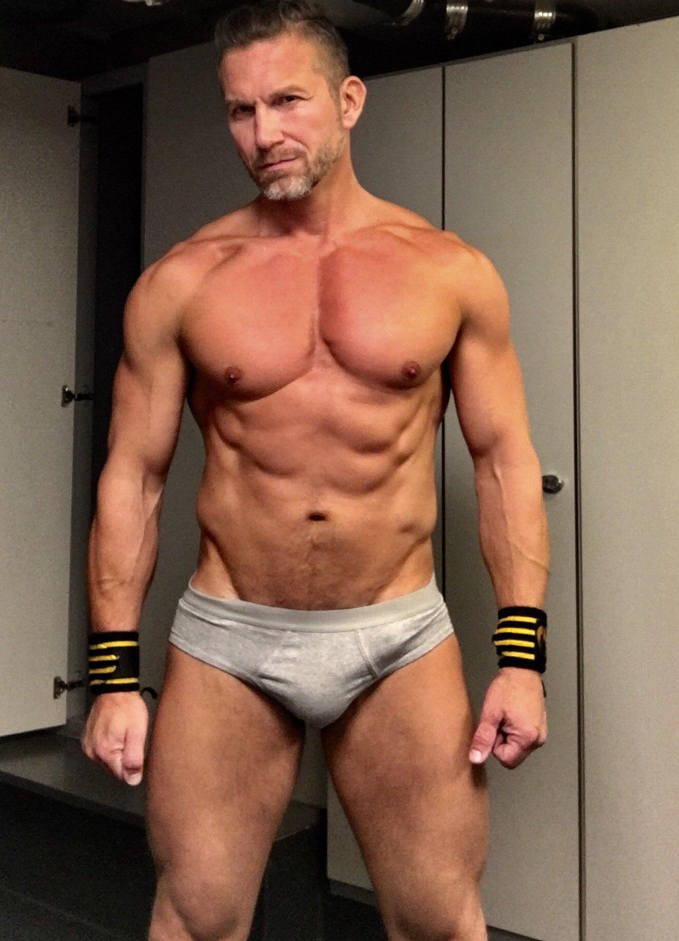 Gym done @LucasEnt @QueerMeNow @tomasbrandfans @AngeloDiLuca1 https://t.co/RTU7juVLPK