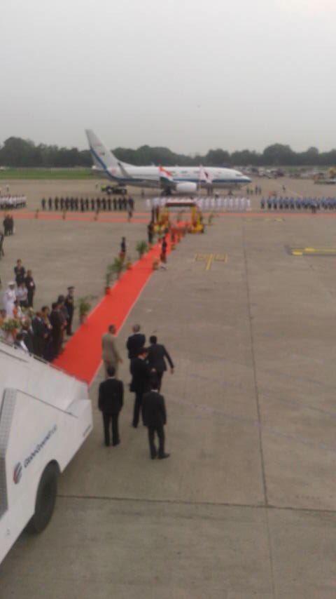 インドに到着しました。モディ首相には空港でお出迎え頂きました。