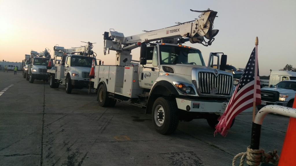 UPDATE: Crews have restored power for 567,000 #FL customers. 826,000 customers remain without. Check your county: https://t.co/4Zb6SiNocO https://t.co/hIYYHyqGDV