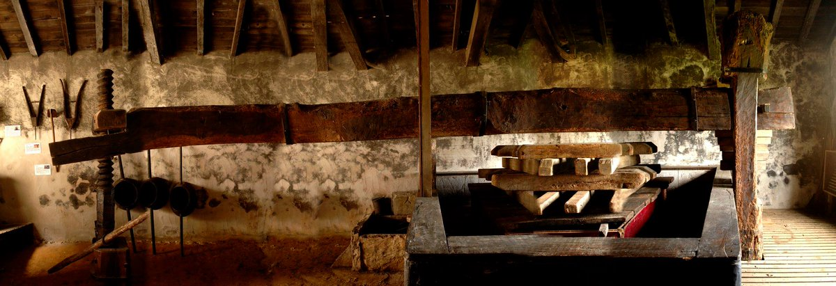 The biggest item at the Museum of #Chalosse : the wine press which is put to work every year during the Harvest Festival ! Book the 7/10 ! <br>http://pic.twitter.com/efvs2DY22Y