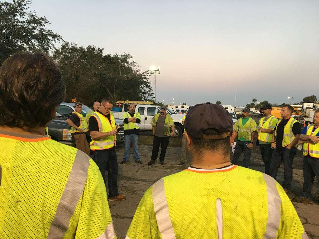 Our crews started their workday in #FL just like they'd start one here in MA - with a safety briefing! #IRMA #safetyfirst https://t.co/Eq3sbEkoRt