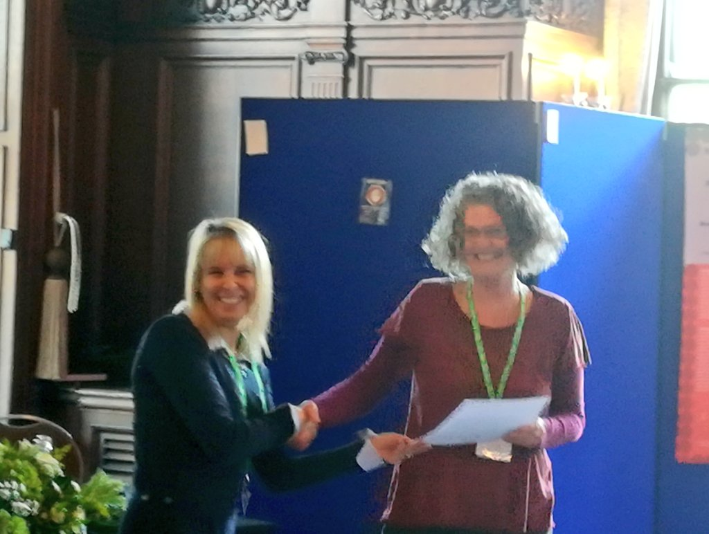 Winner of this year&#39;s poster prize Jo Dagustun #SRIP2017 <br>http://pic.twitter.com/GPtWDcpHed