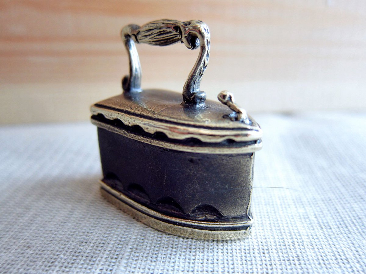 Bronze bell of unusual shape  http:// etsy.me/2f6sSbE  &nbsp;   #bell #Wednesday #WednesdayWisdom #etsyrt #EtsySeller #etsymntt #etsyfinds  #folloback <br>http://pic.twitter.com/JHsJMN4r68