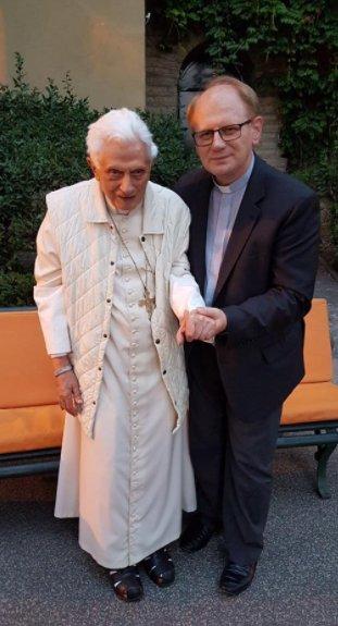 Papież Benedykt XVI w połowie 2017 roku