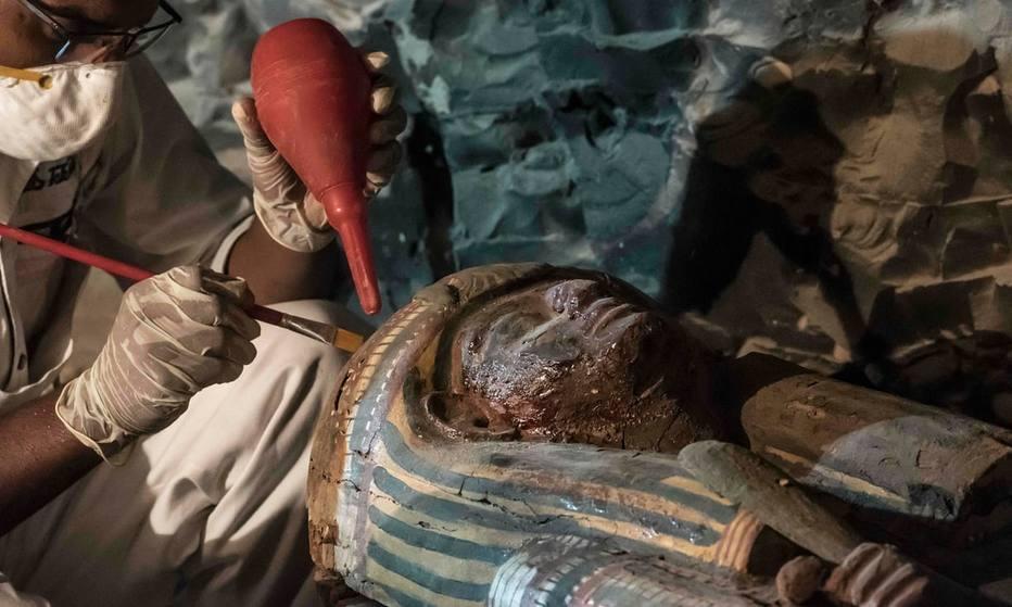 Cientistas anunciam descoberta de tesouro arqueológico em tumba do antigo Egito https://t.co/lUl8d7qSfF