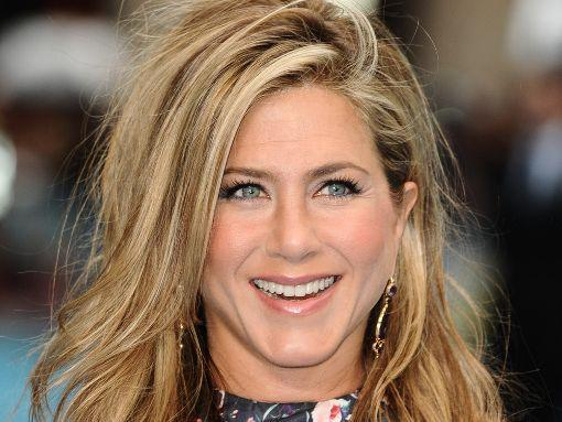 Jennifer aniston been engaged to