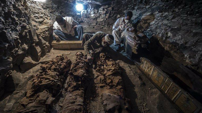 Cientistas anunciam descoberta de tesouro arqueológico em tumba do antigo Egito https://t.co/mUWSn8kOWp