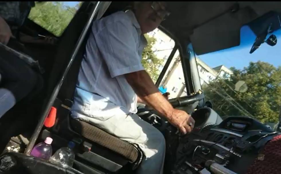 Атошник подставил нож водителю маршрутки