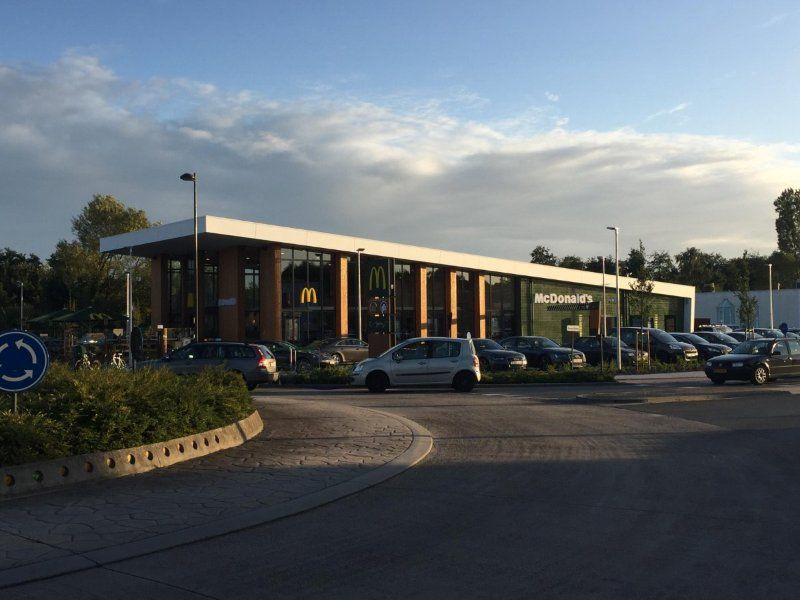77th @McDonaldsCorp restaurant in #Belgium opens today in #Genk!   http:// bit.ly/2jqBFX2  &nbsp;   cc @McDoBelgium<br>http://pic.twitter.com/uTvF6G3EJw