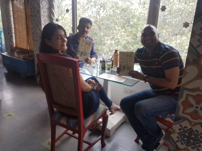 हिन्दी दिवस के दिन बिहारी भोजन देहली में  मशहूर डिजाइनर सामंत चौहान के साथ । https://t.co/CFtBI7jNjh