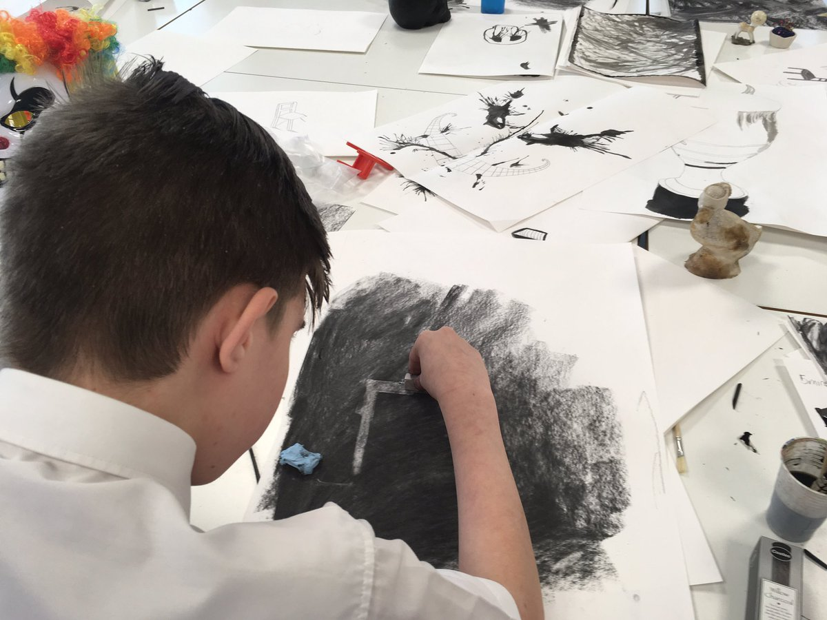 More excellent experimental drawings @TonypandyCC today with artist Tiff Oben #youngpeople #criwcelf #RCT <br>http://pic.twitter.com/g6A8qg4BgE