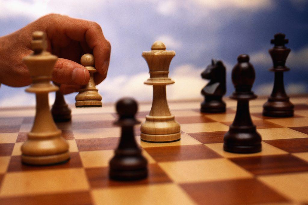 Играть в шахматы сложный уровень