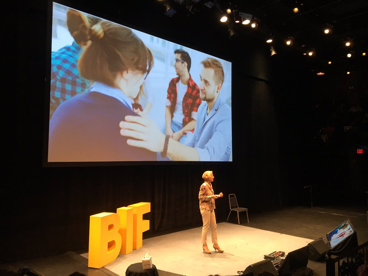 Sophie Wade: &quot;The new key characteristic of leadership... is empathy.&quot; Storytelling helps us get to the new world. @FlexcelNetwork #BIF2017 <br>http://pic.twitter.com/H46Y8sfdFw