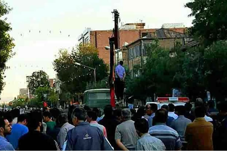 #Iran: Young man publicly hanged in Salmas   #HumanRights  #stopextinction @Asma_Jahangir  http:// bit.ly/2wc5mRy  &nbsp;  <br>http://pic.twitter.com/j4u8h2mN27