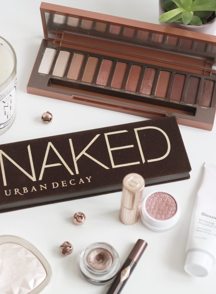 The Urban Decay Naked Palettes   http://www. pintsizedbeauty.com/2017/09/urban- decay-naked-palettes.html &nbsp; …  #fblchat #BloggingGals @FemaleBloggerRT<br>http://pic.twitter.com/8DsAO2Esx3