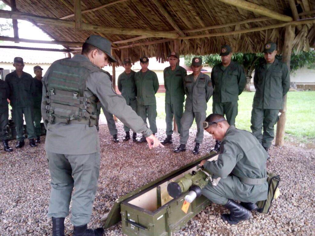 Armed Forces of Venezuela Photos - Page 6 DJtXb_1XcAA_53N