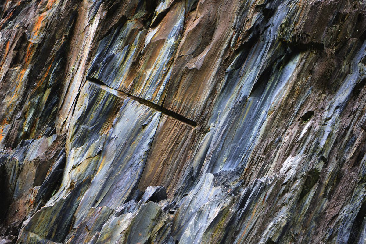 Fantastic colours in former slate quarry in Ballachulish today #slate <br>http://pic.twitter.com/RhUIDO92eN