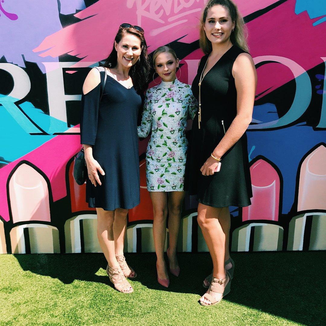#TBT @JJJordynjones at #RevlonxBeautycon with @revlon President Anne Talley &amp; Carli McDermott #BeautyconLA  Photos:  http:// bit.ly/2wgl5Pp  &nbsp;  <br>http://pic.twitter.com/z8mHTILAHW