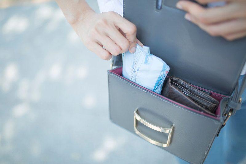 超便携的软体便当盒。设计非常轻巧,看第一张照片,还以为是一包卫生巾咧 // Pockeat - 口袋裡的便當盒 https://t.co/uQf7fQPdeE https://t.co/8xhdiGYEBg 1