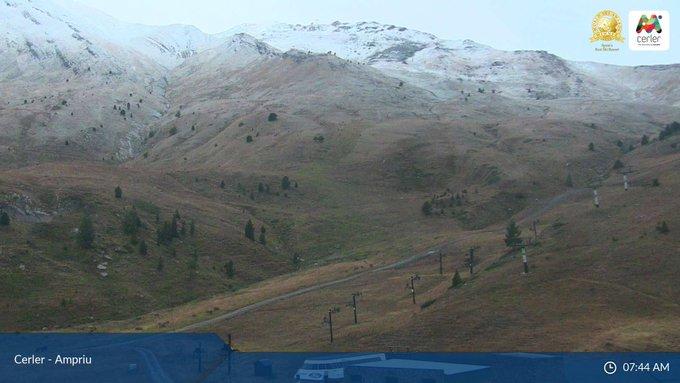 Empieza a nevar en #Pirineos!!! ❄️❄️❄️😍 Estad atentos, que es solo el principio! #ganasdenieve #winteriscoming ➕📸➡️ https://t.co/4YGMVwjIwZ