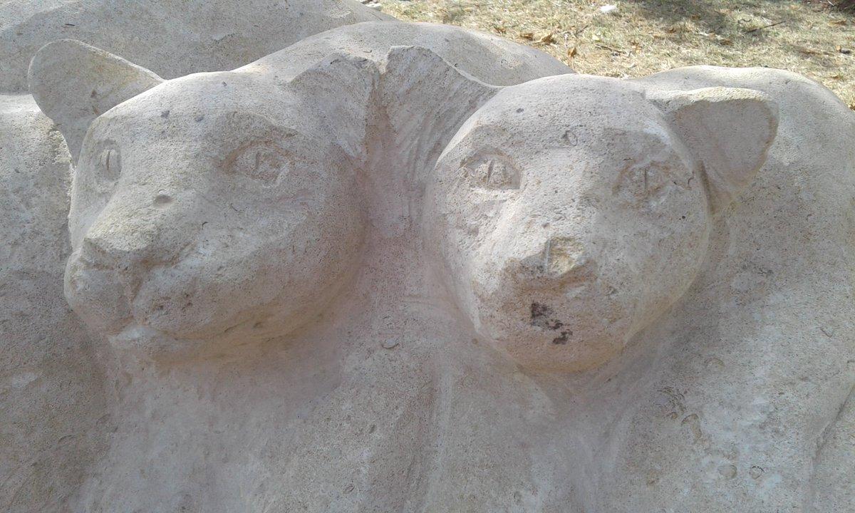 """Конкурс от @lira """"Памятники и фонтаны в городе"""".  Кот и его семья."""