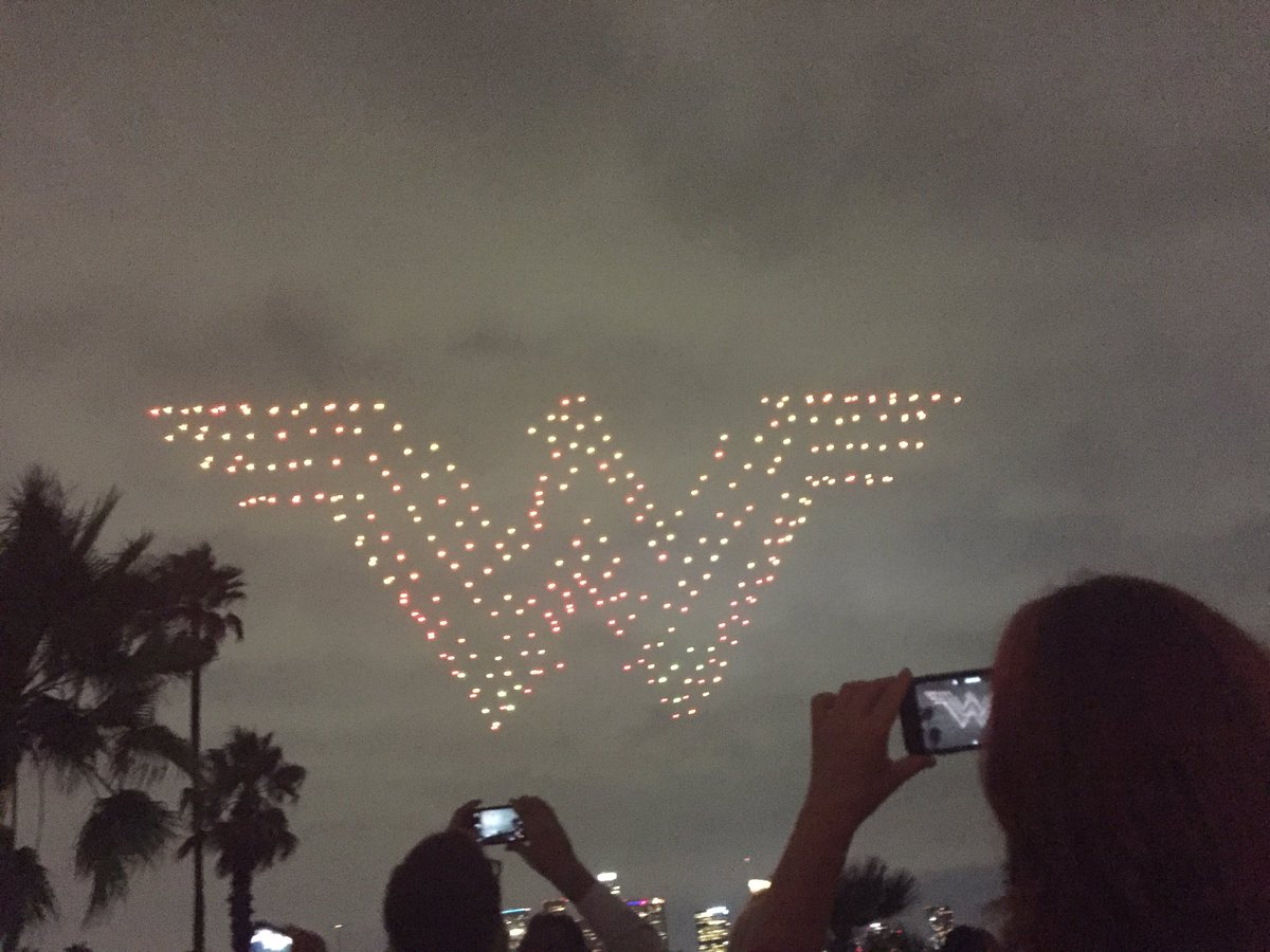 #WonderWoman over Dodgers Stadium drone show!! https://t.co/qUZtwUsmCZ