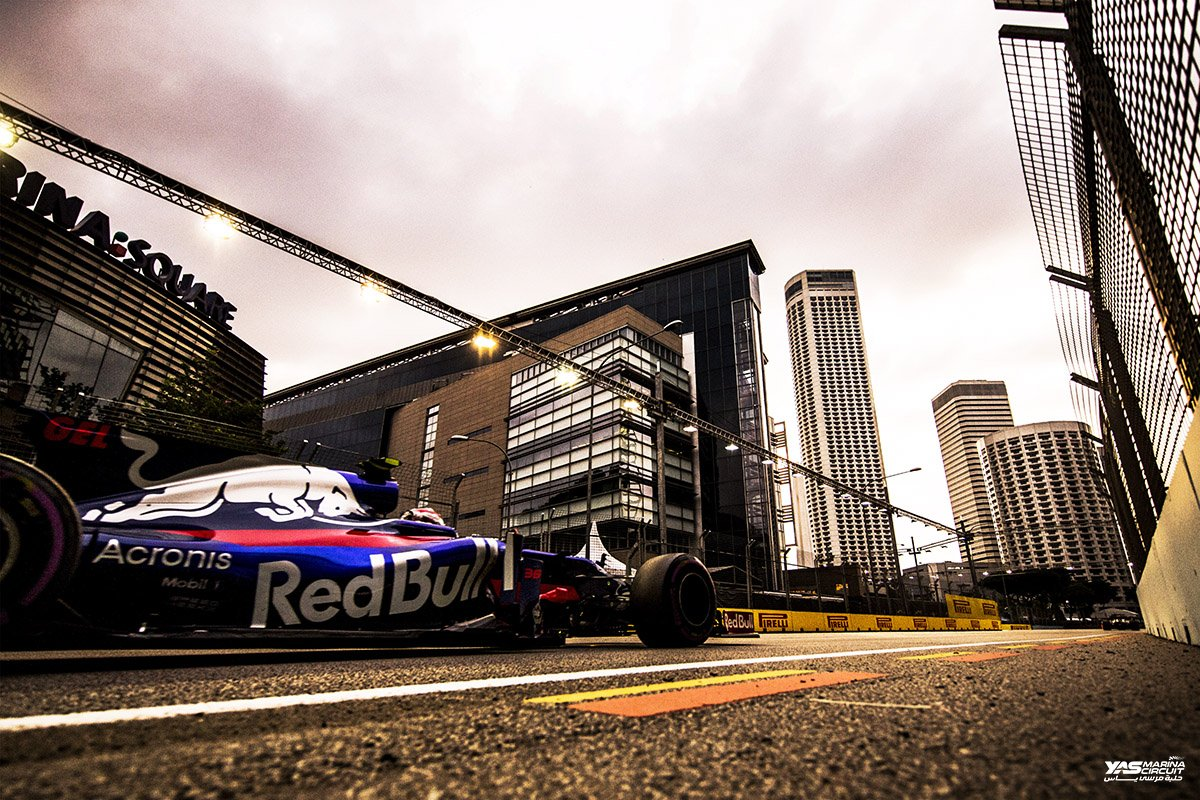 First time out in an #F1 car for @gelaelized , @ToroRossoSpy got #Gelaelized in #FP1 via @F1Photographer #SingaporeGP<br>http://pic.twitter.com/YRv7ZH3t7i
